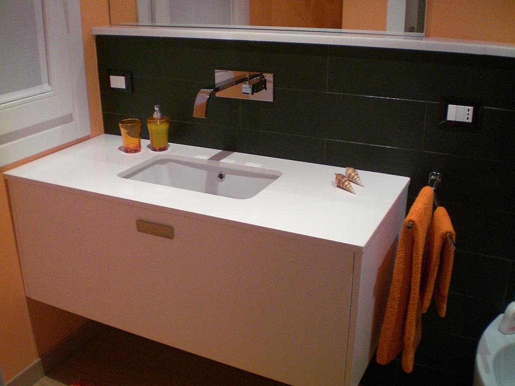 Rivestimenti Bagno In Ardesia : Piastrelle nere per il bagno casafacile